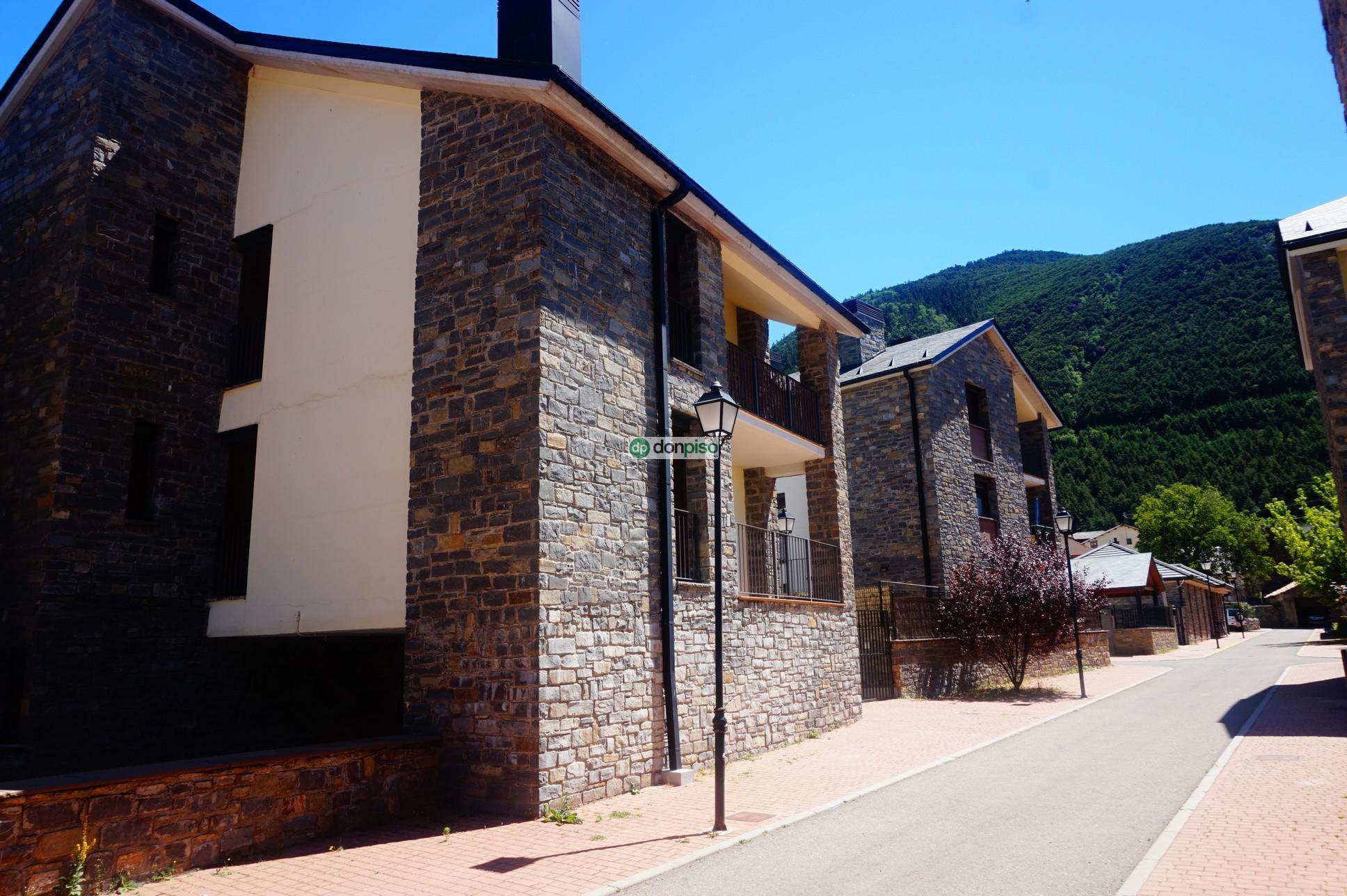165565 - Villanúa pueblo. Ayuntamiento. Hotel Alto Aragón