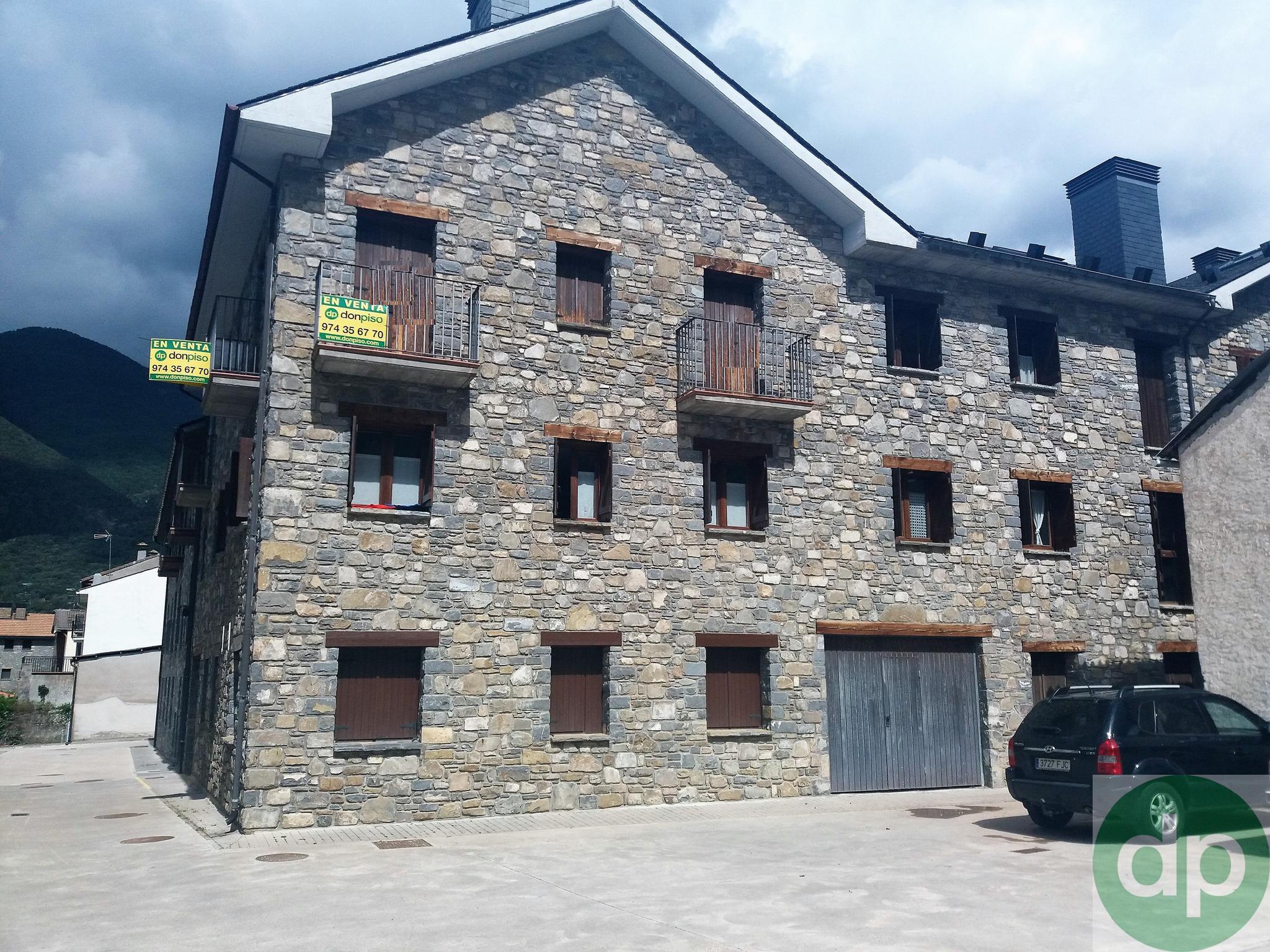 206248 - Villanúa pueblo