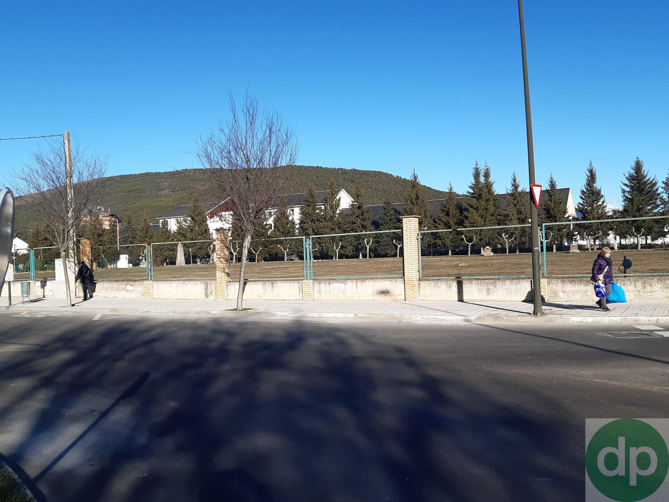 Imagen 2 Parking Coche en venta en Jaca / Junto a la Escuela Militar cde Montaña