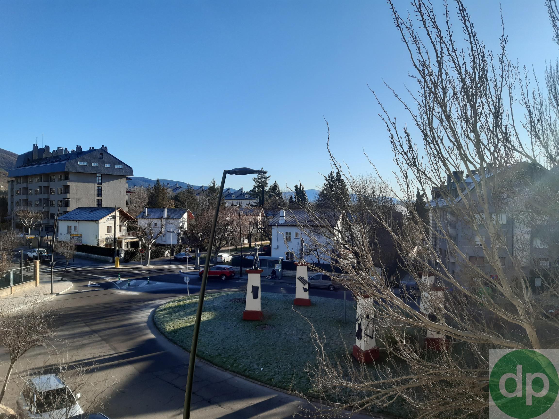 Imagen 3 Parking Coche en venta en Jaca / Junto a la Escuela Militar cde Montaña