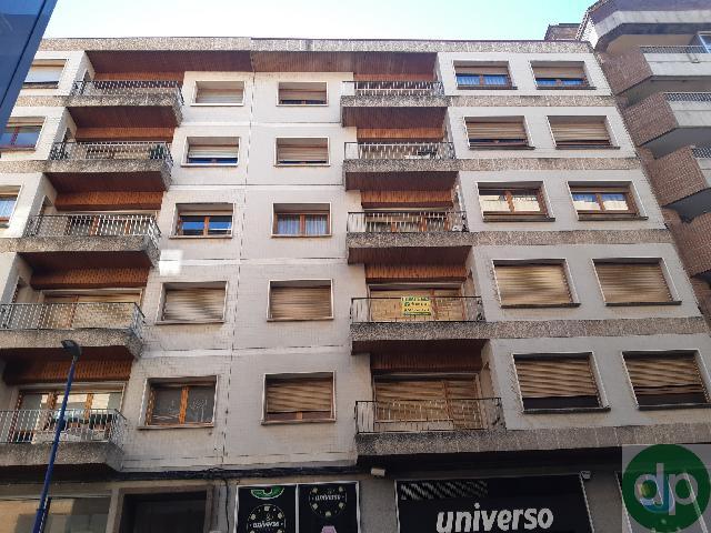 Imagen 1 Inmueble 232938 - Piso en venta en Sabiñánigo / En la Calle Principal de la Ciudad