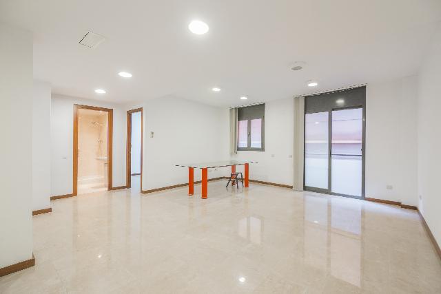 Imagen 1 Inmueble 102909 - Oficina Comercial en venta en Barcelona / Jto. Castillejos- Enamorats