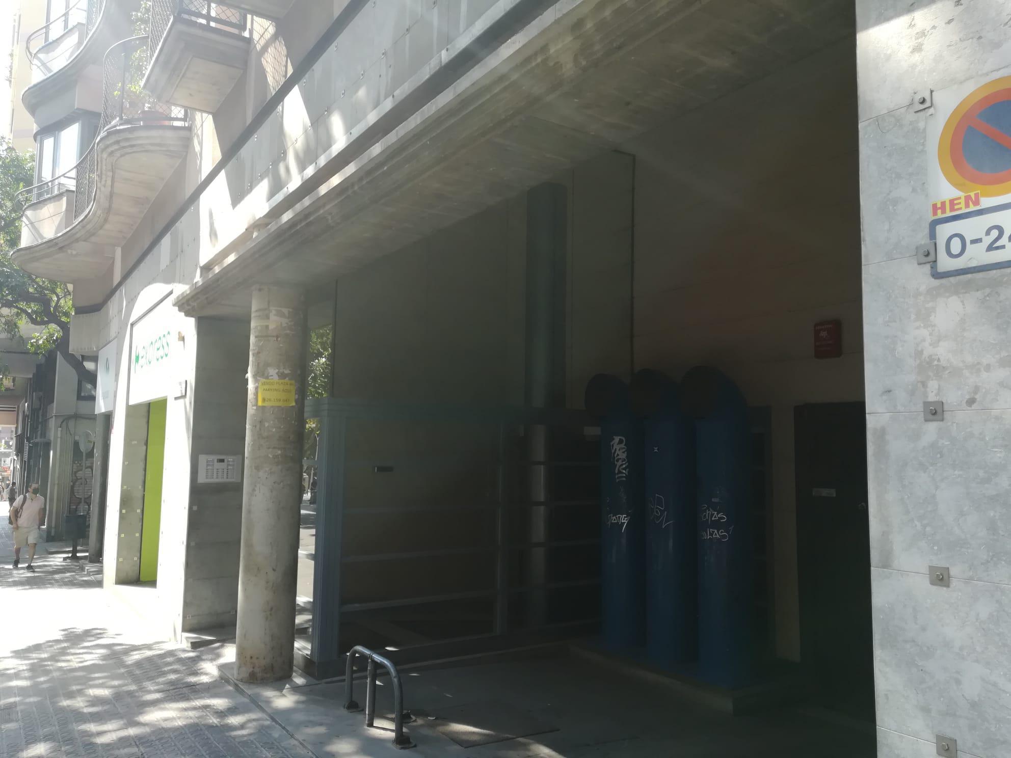 Imagen 2 Parking Coche en venta en Barcelona / Calle Marina entre Rossellon y Porvenza.