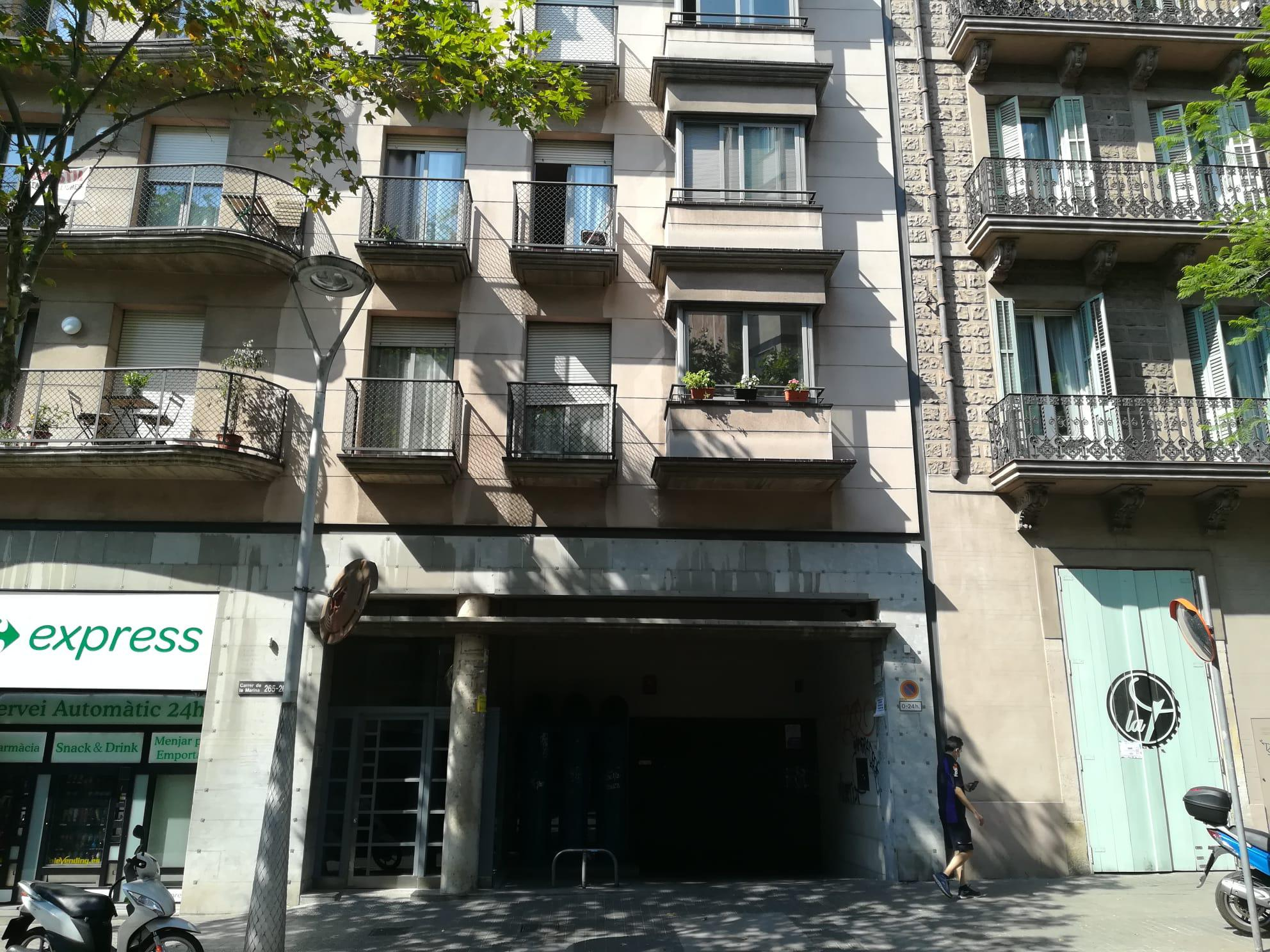 Imagen 1 Parking Coche en venta en Barcelona / Calle Marina entre Rossellon y Porvenza.