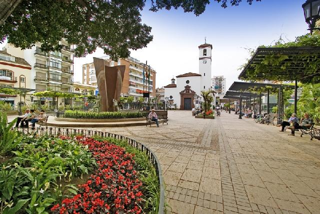 78948 - Fuengirola, a 50 m plaza Constitución