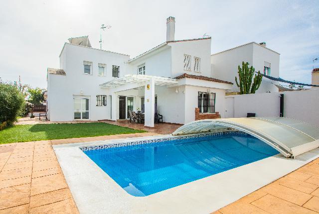 Imagen 1 Inmueble 221828 - Casa Aislada en venta en Torremolinos / Zona Playamar, Torremolinos.