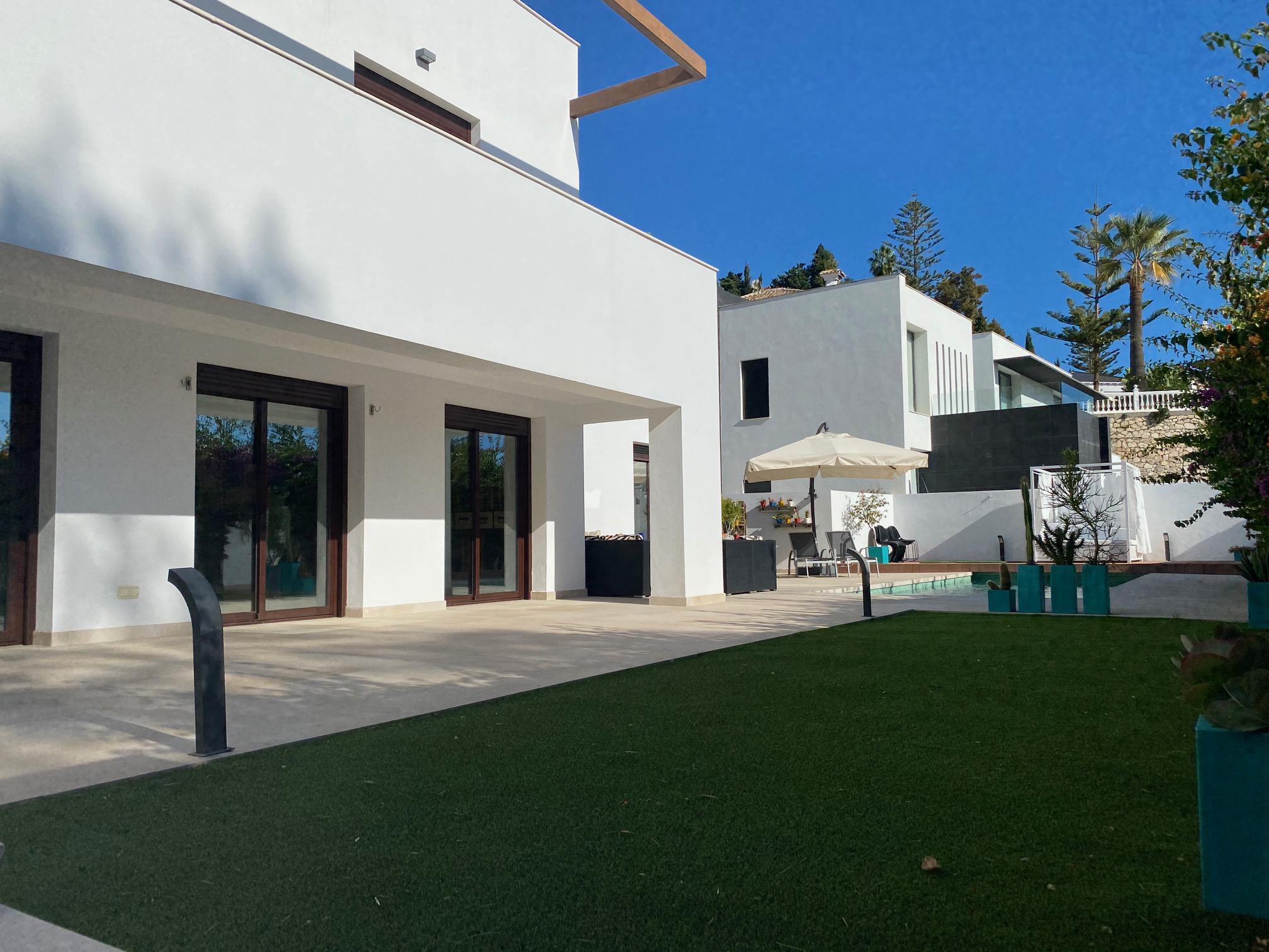 Imagen 2 Casa Aislada en venta en Benalmádena / Cerca del British College en Torremuelle