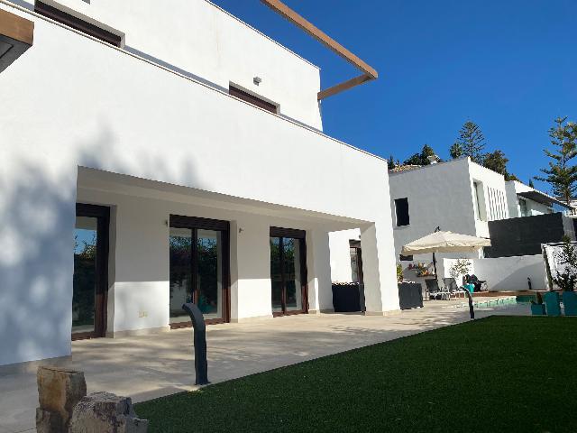 Imagen 1 Inmueble 247062 - Casa Aislada en venta en Benalmádena / Cerca del British College en Torremuelle
