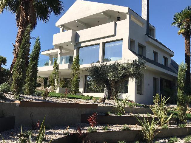 Imagen 1 Inmueble 214655 - Casa Aislada en venta en Pozuelo De Alarcón / Rodeado de jardines