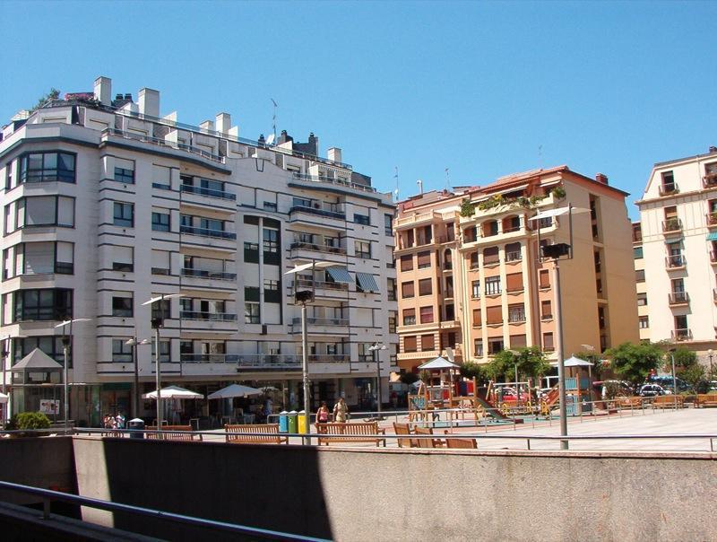 Imagen 1 Local Comercial en alquiler en San Sebastián / P. Nafarroa Beherea-Sótano acceso desde por...