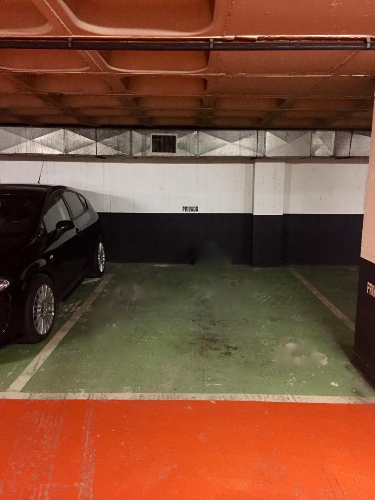 parking coche gros san sebasti n guipuzcoa 175812. Black Bedroom Furniture Sets. Home Design Ideas