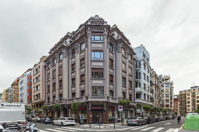 Imagen 1 Inmueble 220390 - Piso en venta en San Sebastián / Calle Padre Larroca-Gros-Donostia
