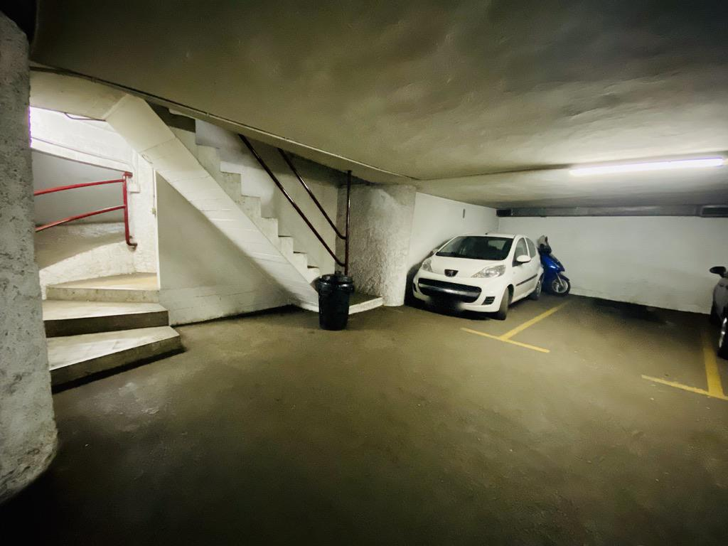 Imagen 2 Parking Coche en venta en Donostia-San Sebastián / José Arana-Gros-Donostia