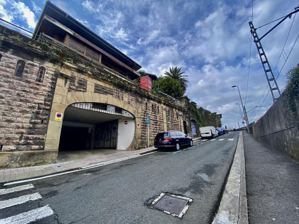 Imagen 1 Parking Coche en venta en Donostia-San Sebastián / Calzada de Eguia-Eguia Jai-alai-Donostia