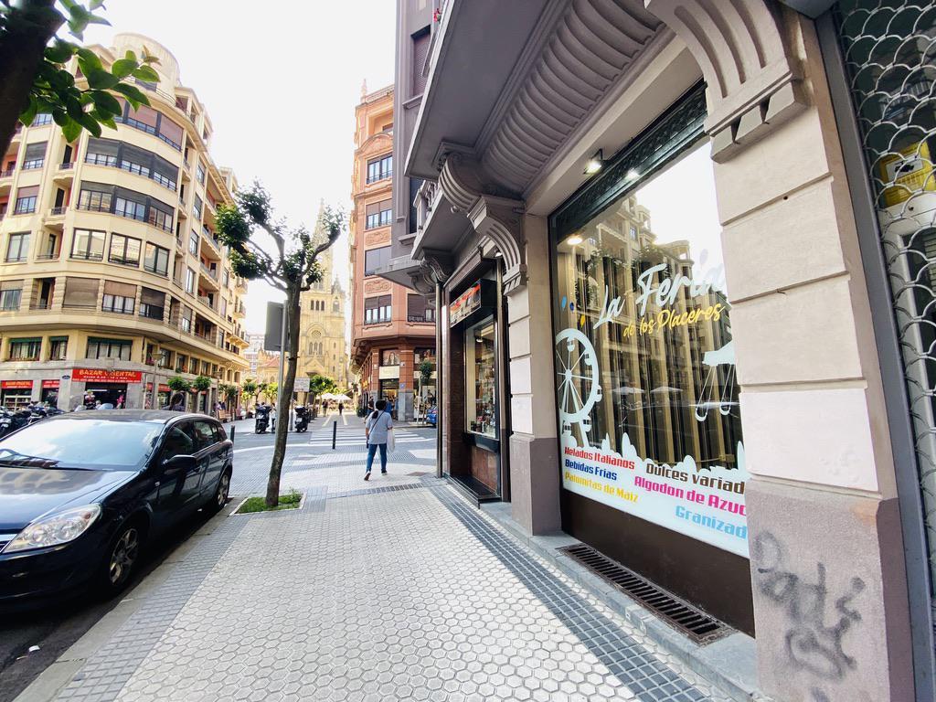 Imagen 3 Local Comercial en venta en Donostia-San Sebastián / Padre Larroca-Junto a la Iglesia de S...