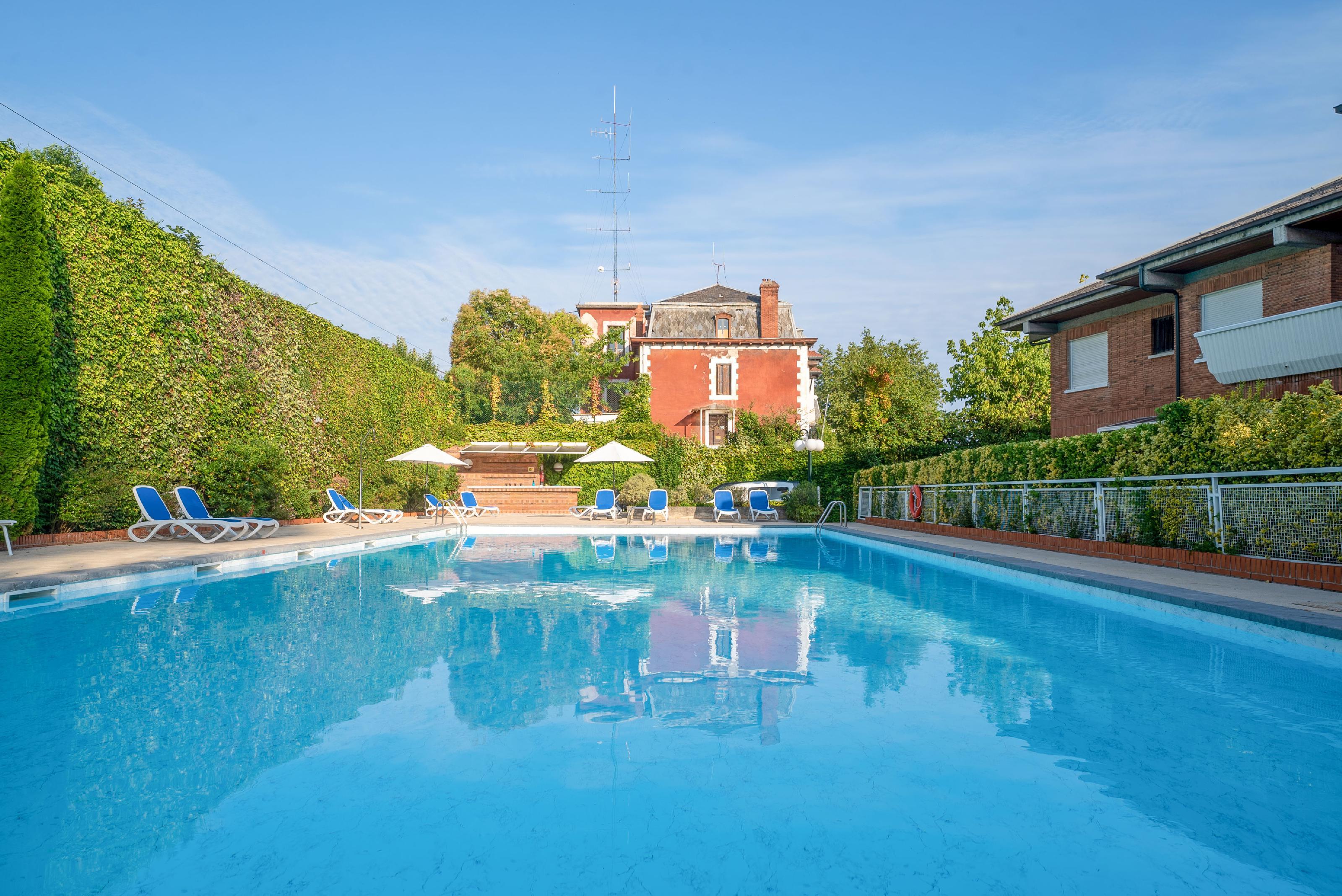 Imagen 1 Casa en venta en Donostia-San Sebastián / Urb.privada- Ategorrieta- A 5 minutos de la Zurriola