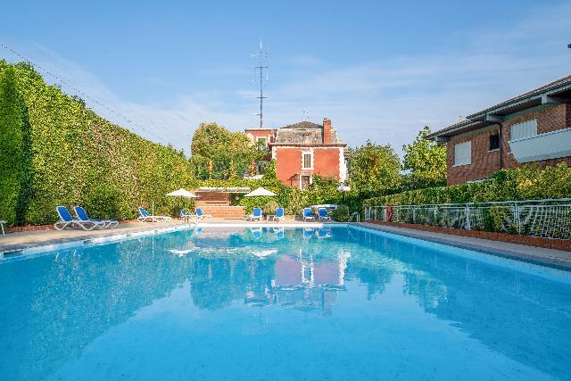 Imagen 1 Inmueble 251493 - Casa en venta en Donostia-San Sebastián / Urb.privada- Ategorrieta- A 5 minutos de la Zurriola
