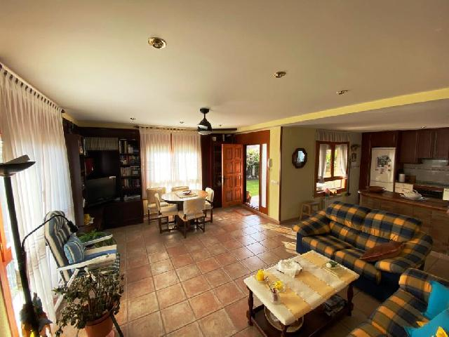 Imagen 1 Inmueble 234097 - Casa Aislada en venta en Salas Bajas / Situado en una urbanización a la entrada del pueblo