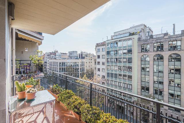Imagen 1 Inmueble 231573 - Apartamento en venta en Barcelona / Cerca del Hospital Clínic