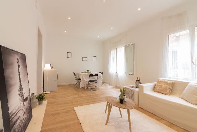 Imagen 1 Inmueble 232165 - Apartamento en venta en Barcelona / Carrer d´En Fontrodona con Plaça de La Bella Dorita