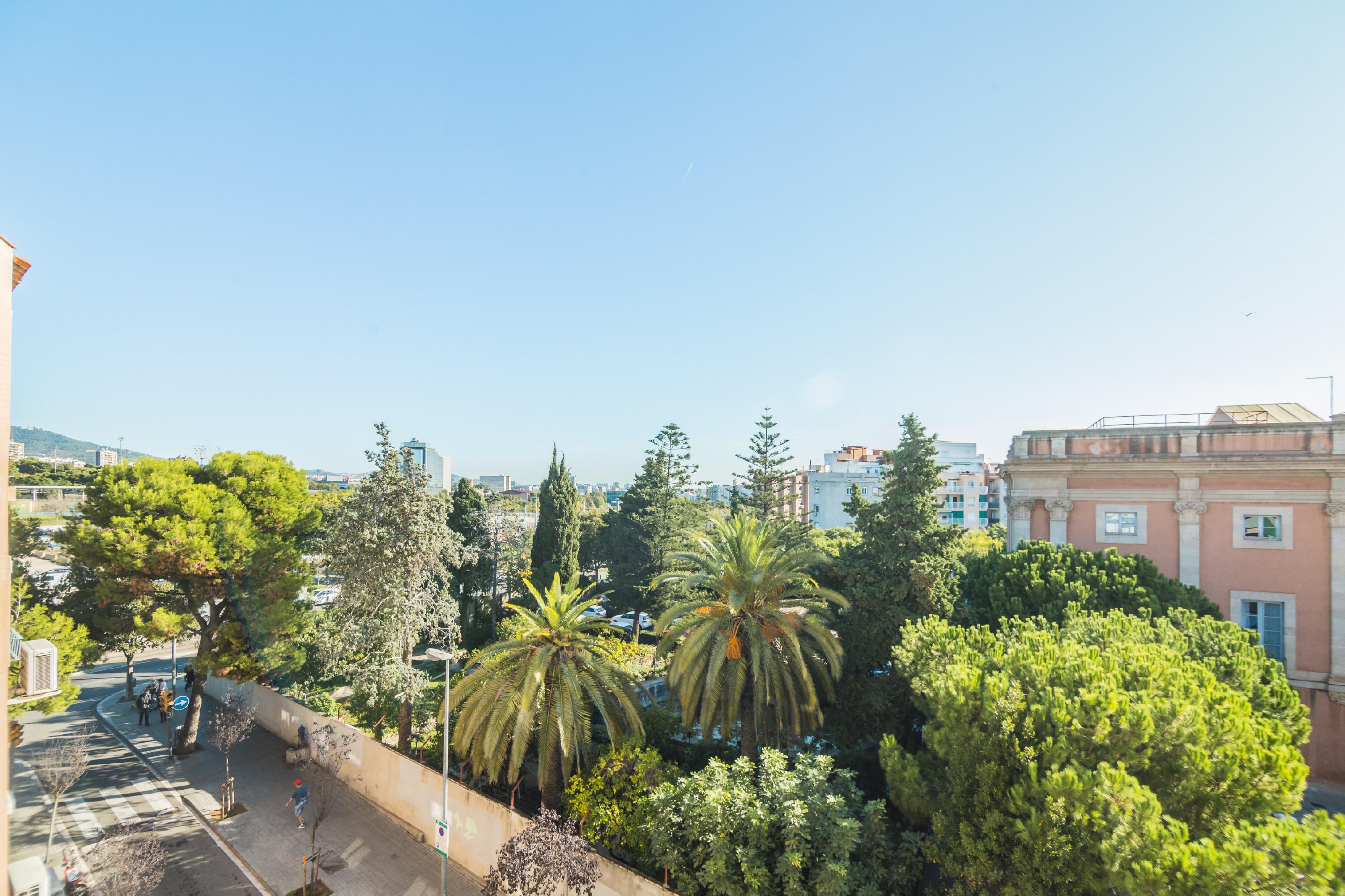 Imagen 2 Piso en venta en Hospitalet De Llobregat L´ / En frente parada de Finestrelles