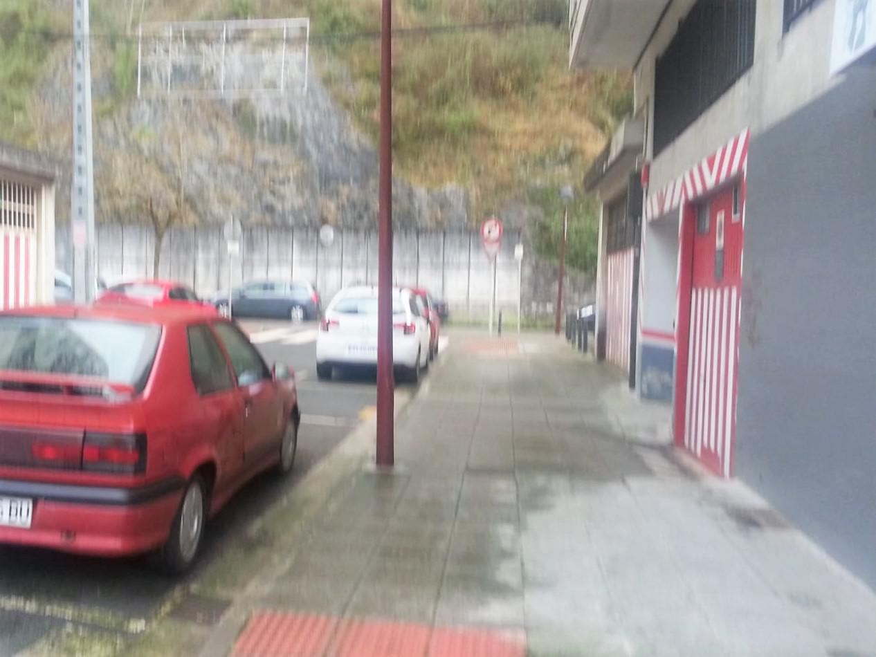 Imagen 2 Parking Coche en venta en Ermua / Zona antigüo mercadillo