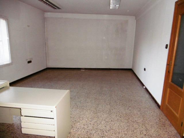 Imagen 1 Inmueble 212417 - Oficina Comercial en venta en Lleida / Junto a Ricard Vinyes.