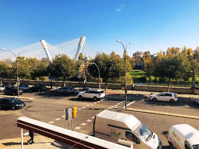 Imagen 1 Inmueble 244128 - Oficina Comercial en alquiler en Lleida / Junto a la Llotja.