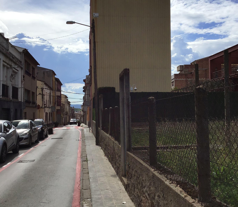 Imagen 3 Solar Urbano en venta en Sant Fruitós De Bages /  Delante de la plaza del mercado