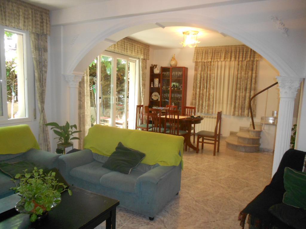 Imagen 1 Casa Adosada en venta en Pineda De Mar / Cerca plaza de la Pagesia