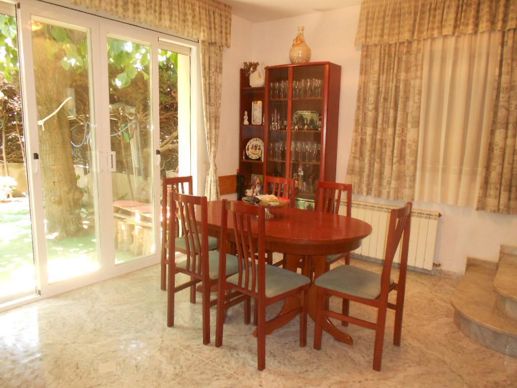 Imagen 2 Casa Adosada en venta en Pineda De Mar / Cerca plaza de la Pagesia