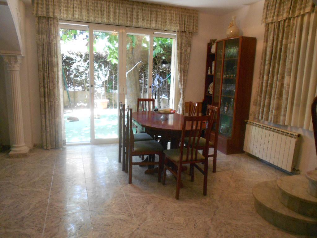 Imagen 3 Casa Adosada en venta en Pineda De Mar / Cerca plaza de la Pagesia