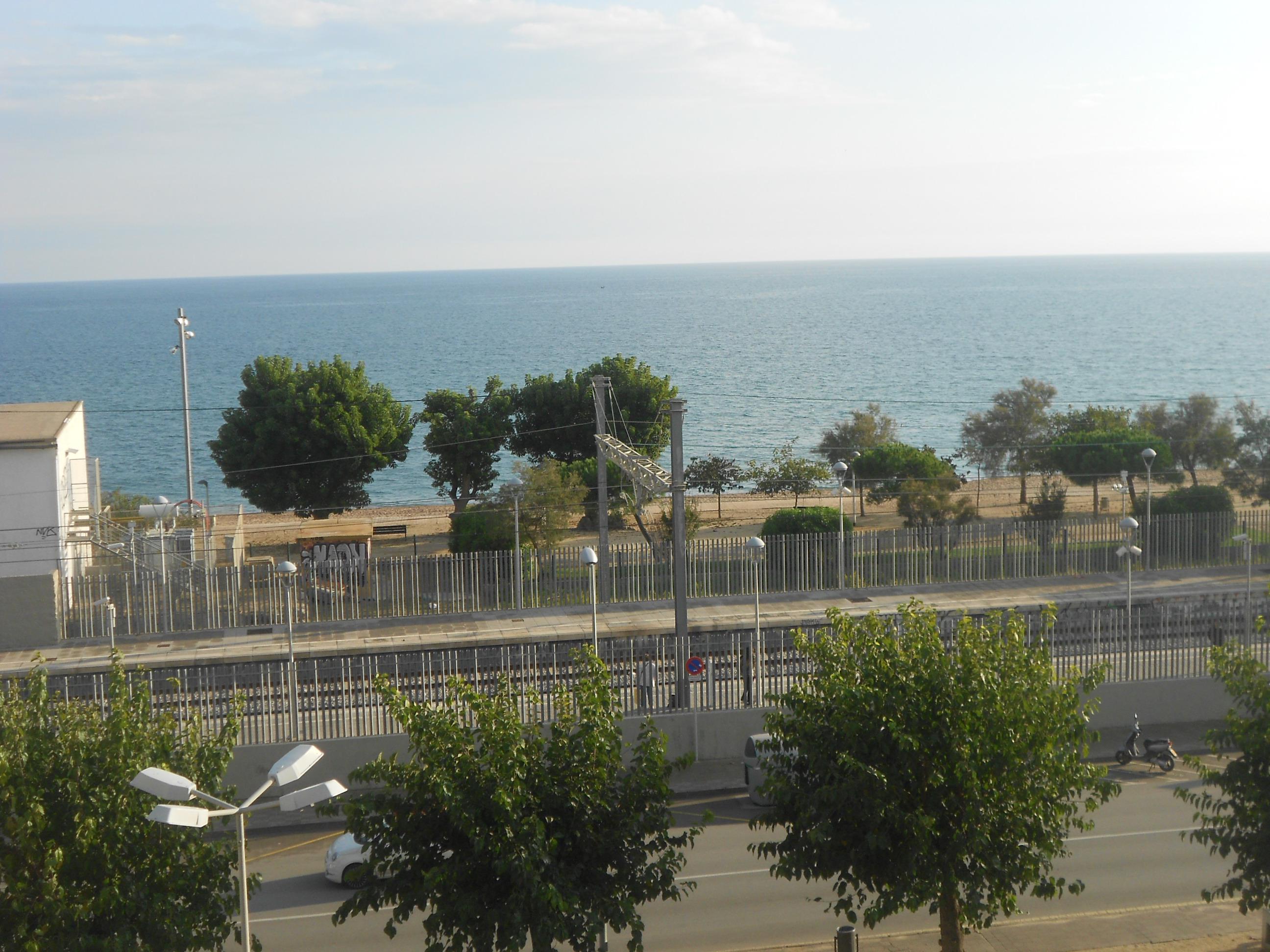 Imagen 3 Apto. Playa en venta en Pineda De Mar / Delante del Mar, con Parquin y Trastero