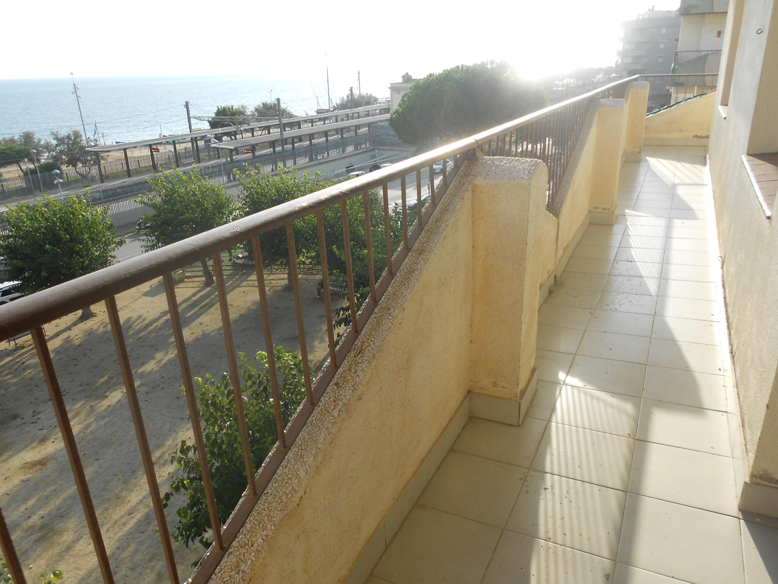 Imagen 4 Apto. Playa en venta en Pineda De Mar / Delante del Mar, con Parquin y Trastero