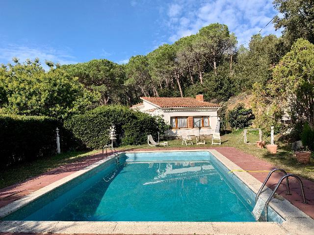 Imagen 1 Inmueble 236829 - Casa Rústica en venta en Sant Iscle De Vallalta /  Parc del Montnegre, 6.300 m² parcela