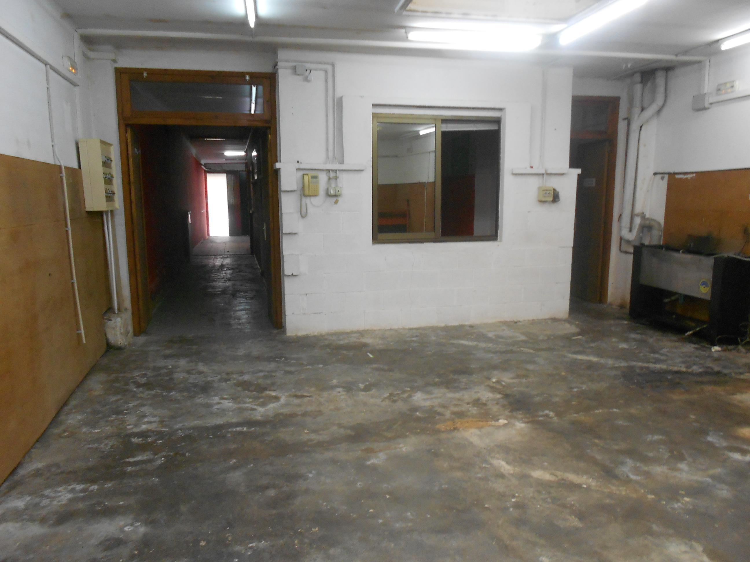 Imagen 4 Local Comercial en venta en Malgrat De Mar / Centro, comercio o garaje