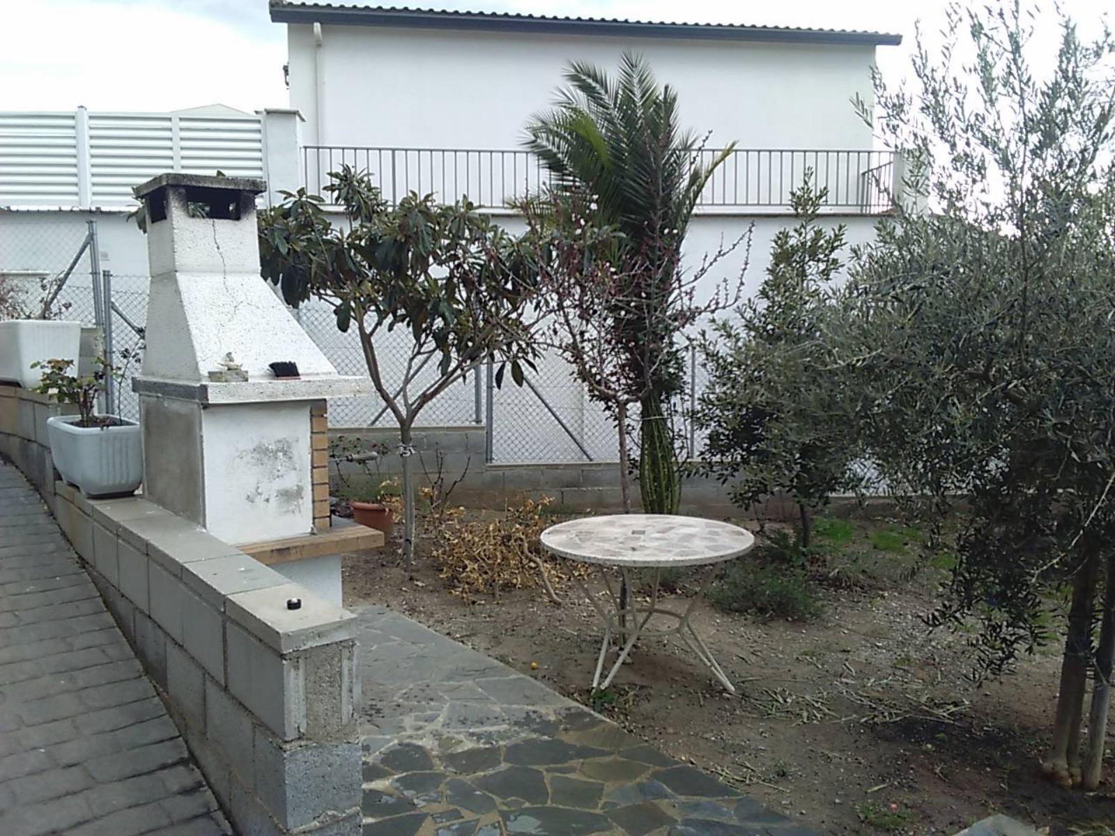 153401 - Sant Miquel de Guanteres junto parada de bus