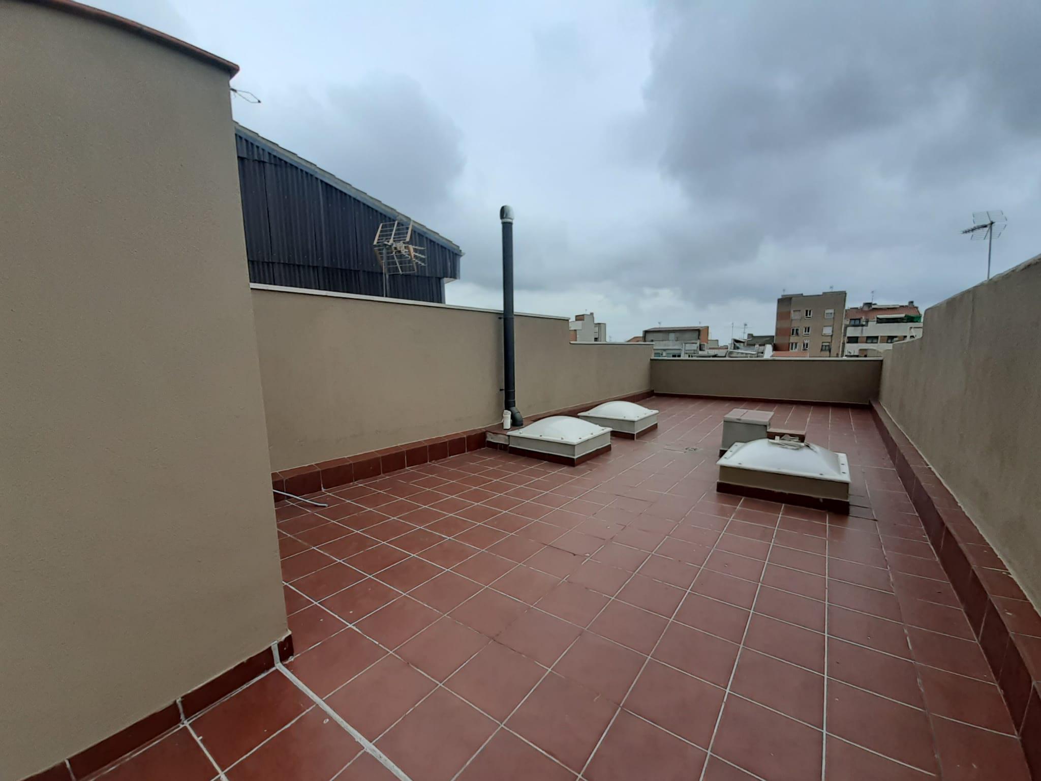 Imagen 1 Casa Pareada en venta en Terrassa / Junto Avinguda Bejar