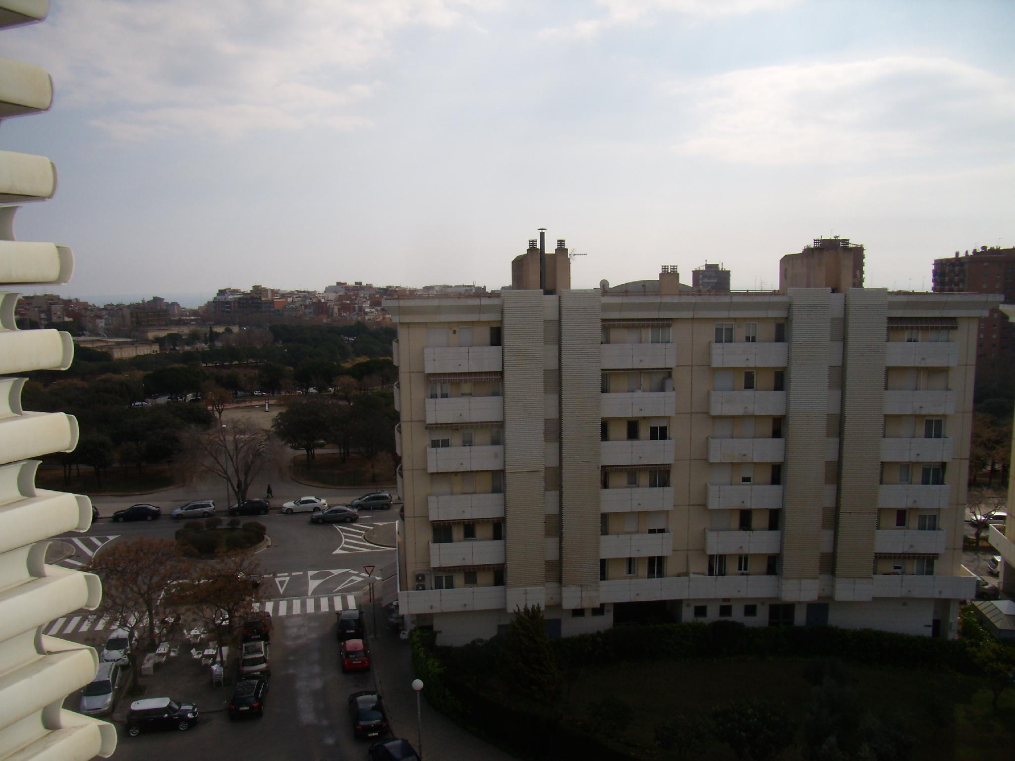 154689 - Anna Tugas, frente centro comercial Montigalà