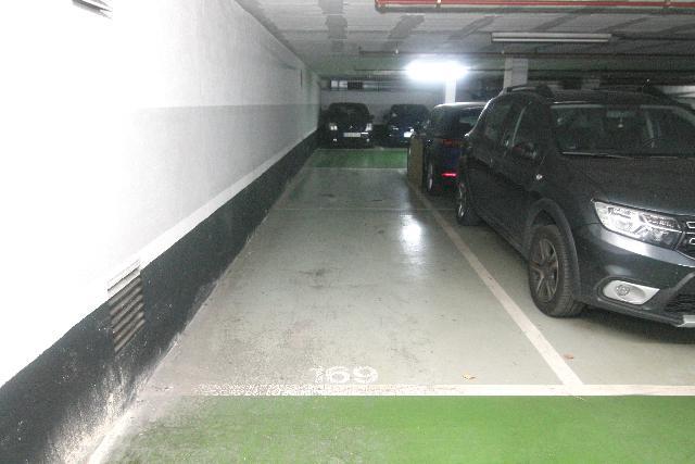 Imagen 1 Inmueble 247579 - Parking Coche en venta en Barcelona / Passatge Centelles - Carrer Cartagena (08013)