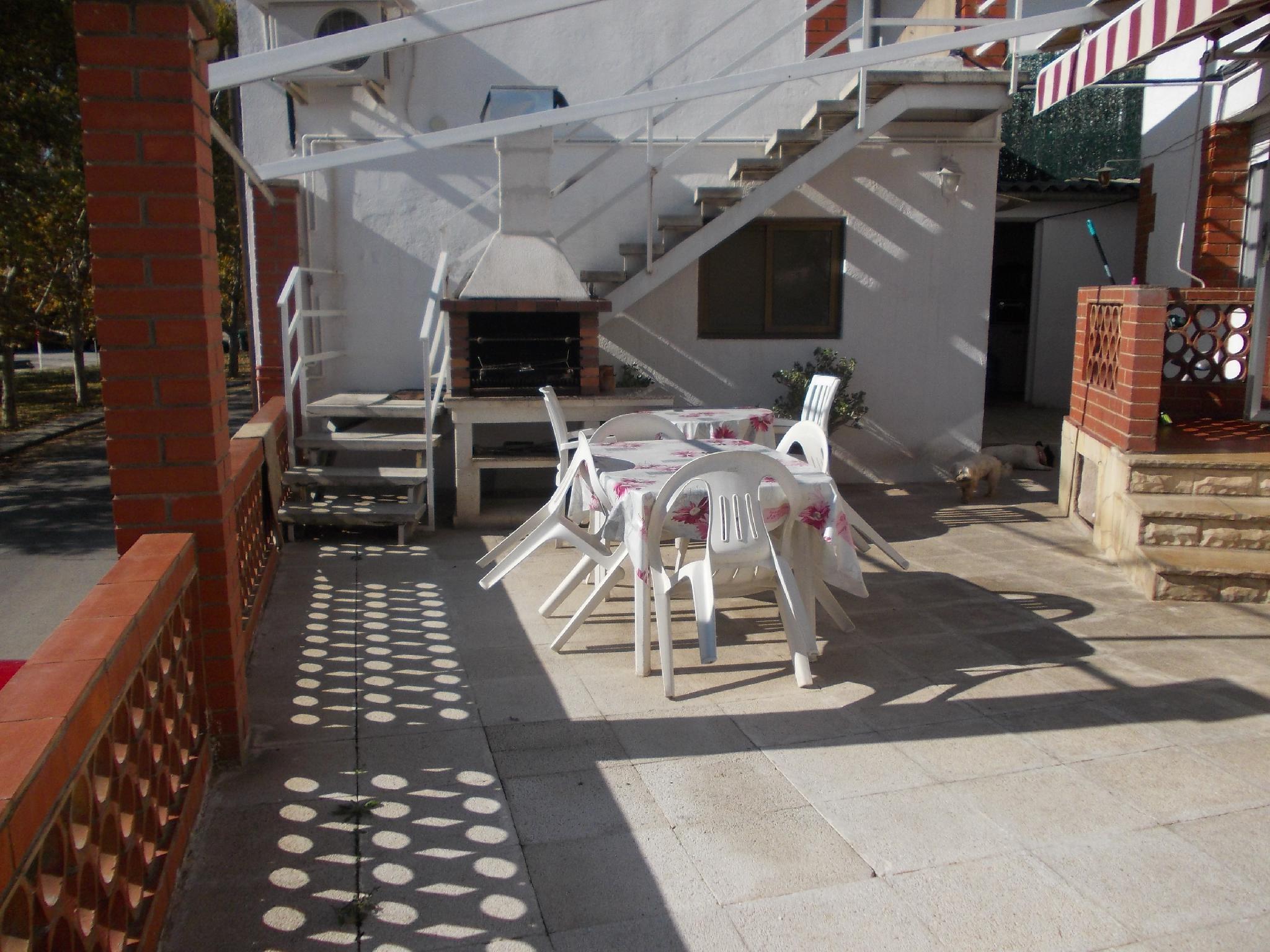 141902 - Muy soleado, al lado de colegios y comercios
