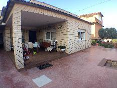 197202 - Casa Aislada en venta en Rubí / Urbanización Serrafosà