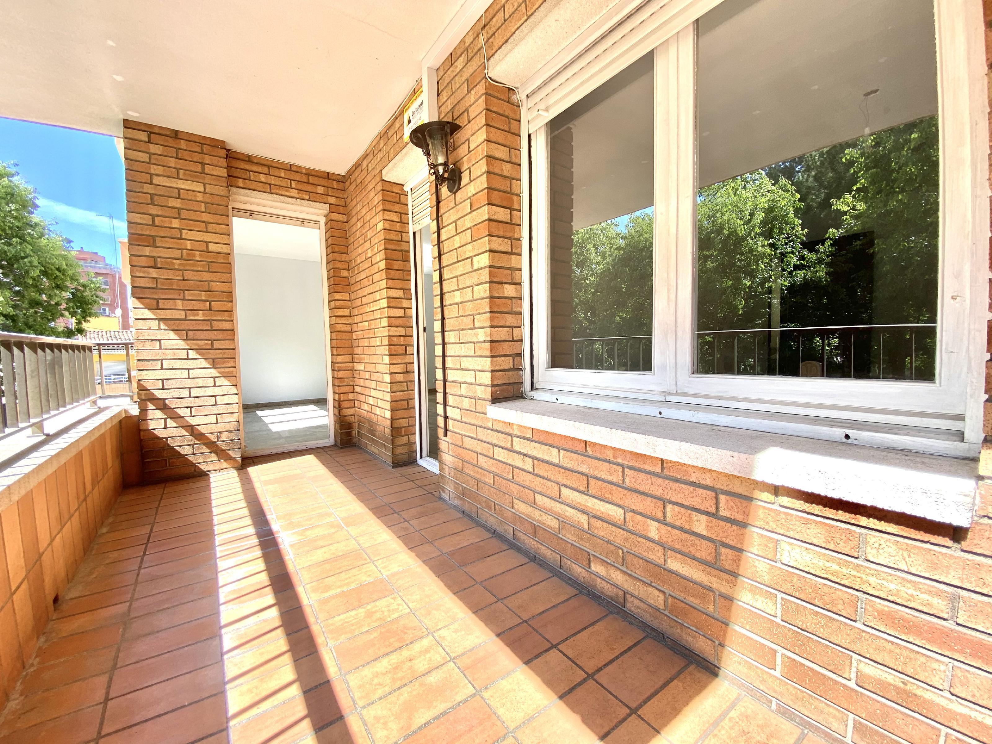 Imagen 2 Piso en venta en Rubí / En zona Mercat-Ribas a 5 minutos del Centro.