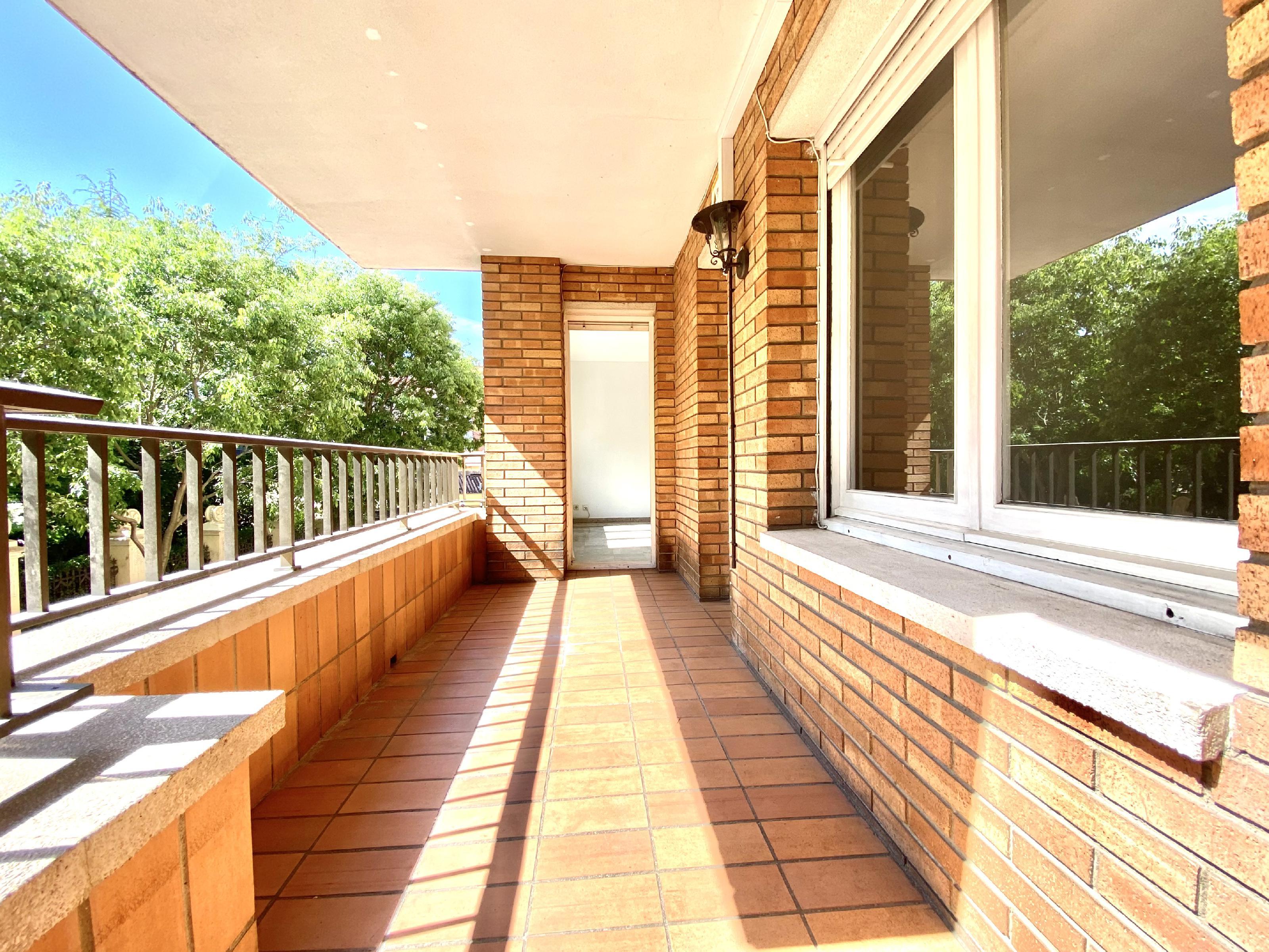 Imagen 3 Piso en venta en Rubí / En zona Mercat-Ribas a 5 minutos del Centro.