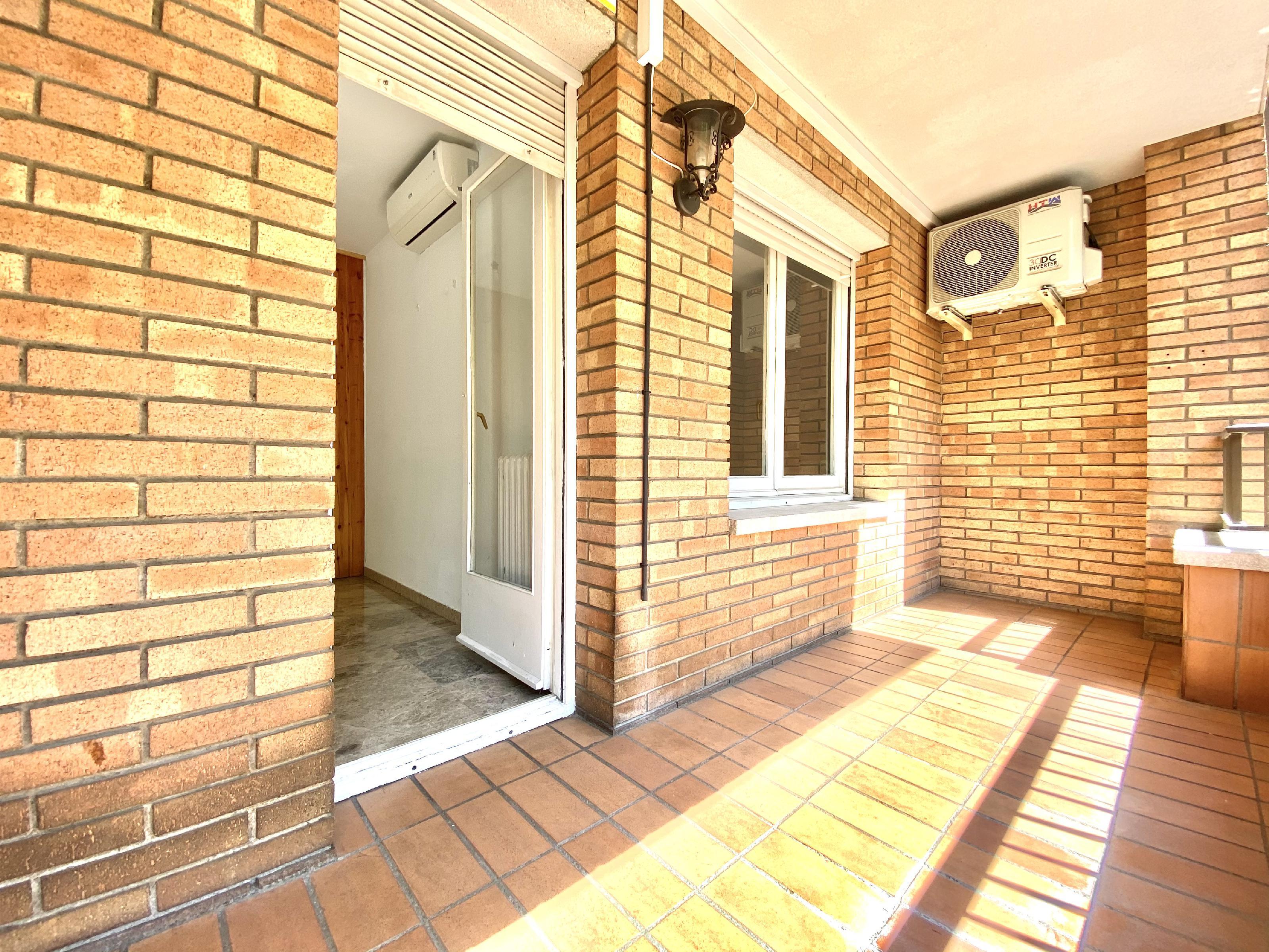 Imagen 4 Piso en venta en Rubí / En zona Mercat-Ribas a 5 minutos del Centro.