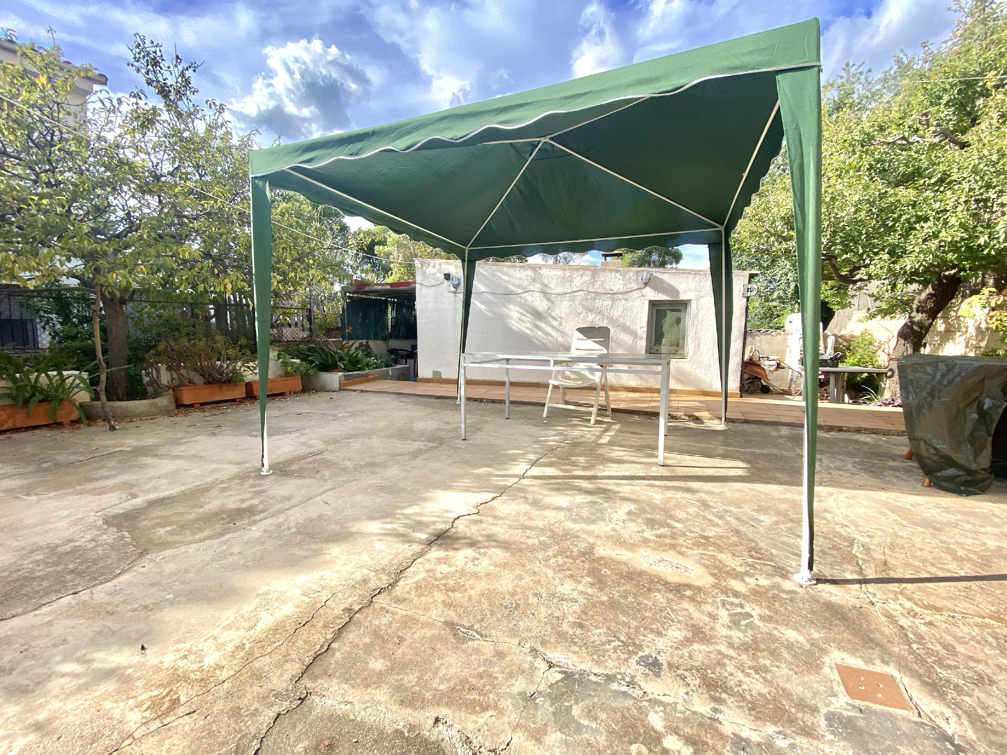 Imagen 2 Casa Aislada en venta en Rubí / Urbanización Els Avets zona muy tranquila y verde.