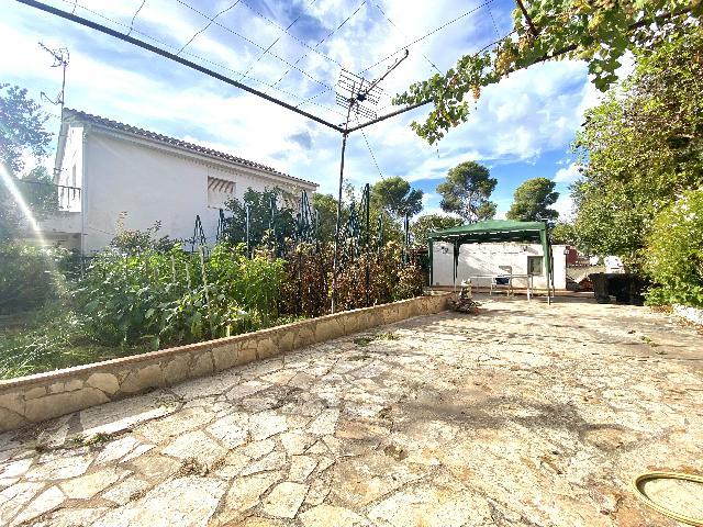 Imagen 1 Inmueble 254159 - Casa Aislada en venta en Rubí / Urbanización Els Avets zona muy tranquila y verde.