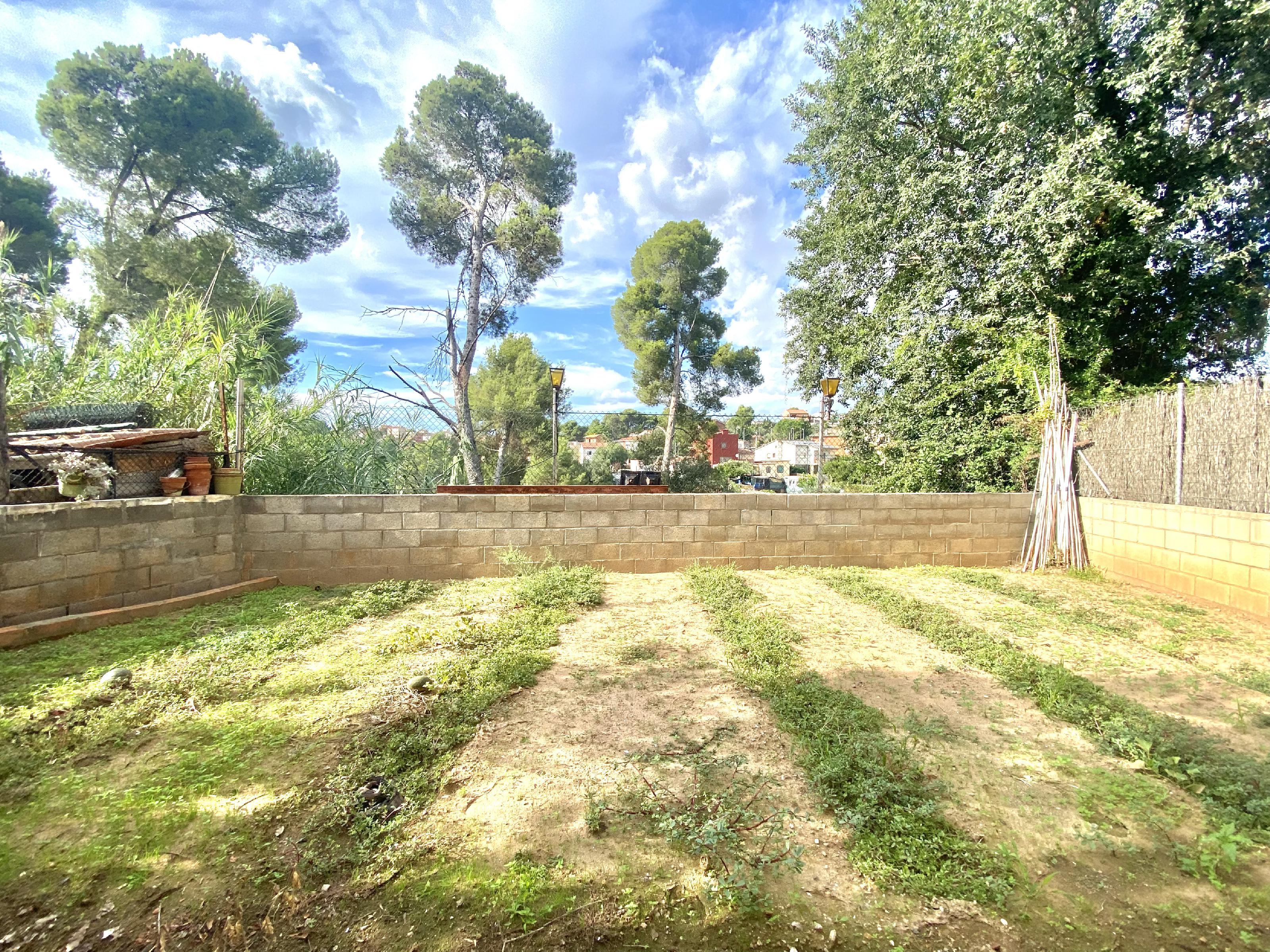 Imagen 4 Casa Aislada en venta en Rubí / Urbanización Els Avets zona muy tranquila y verde.