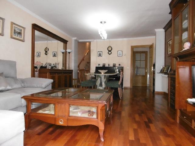 Imagen 1 Inmueble 214920 - Casa Adosada en venta en Sant Feliu De Llobregat / Próximo a Hacienda,  El Pla  (S. Feliu)