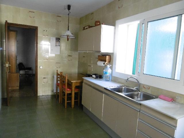 Imagen 1 Inmueble 239980 - Piso en venta en Sant Feliu De Llobregat / Próximo a la estación de Rodalies.